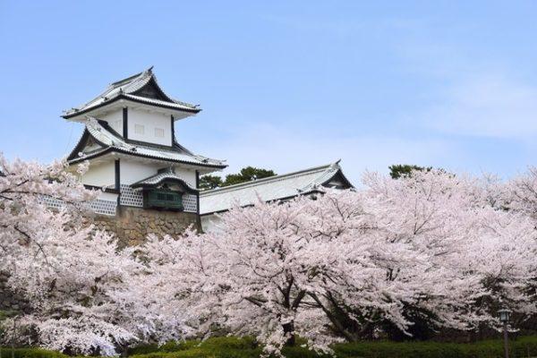 【日本】北陸高聳石城-金澤城公園、四季璀璨夜燈