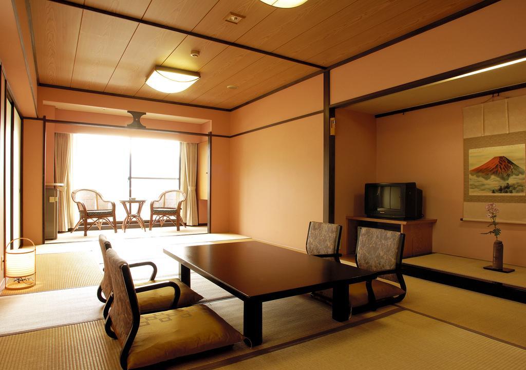【日本】名古屋及北陸賞楓豪華五日遊~在地中文司機帶您探訪最私密的賞楓景點並體驗最道地的日本生活,每位只要台幣36000元起!