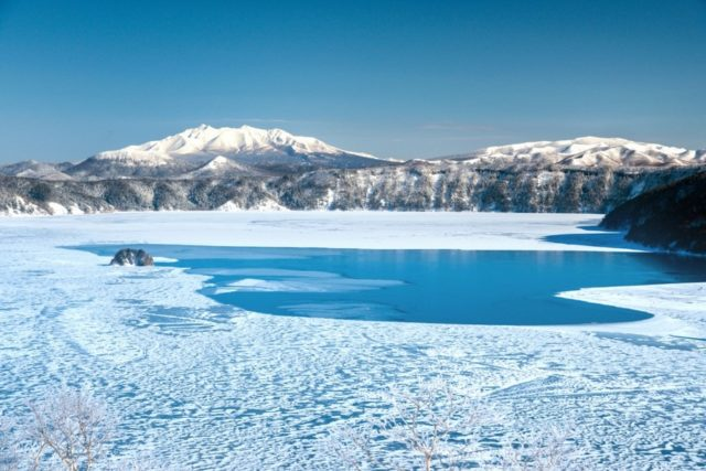 lake-mashu-winter-iced